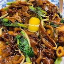 月光河 Moonlight Hor Fun _ Flat rice noodle with squid, lap cheong, stirred fried over high heat, producing the much sought after Wok Hei.