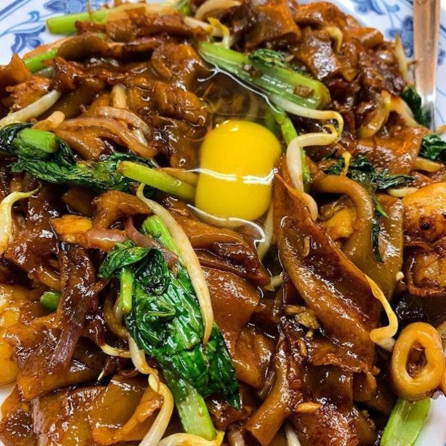 月光河 Moonlight Hor Fun _ Flat rice noodle with squid, lap cheong, stirred fried over high heat, producing the much sought after Wok Hei.