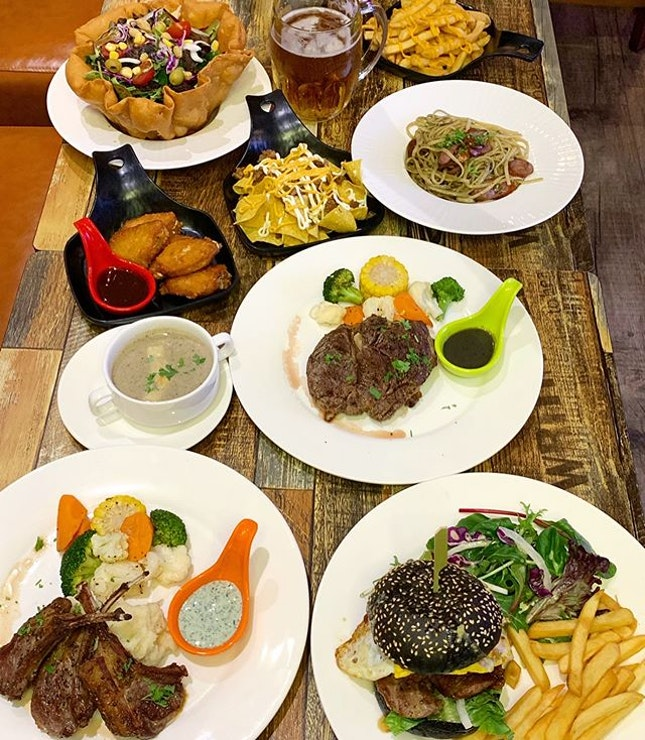Day & Nite Steakhouse @daynitesteakhouse.sg opens at Holland Village @hollandvillage_sg  _ Newly opened @daynitesteakhouse.sg serves pretty good steaks, burgers, pasta, salad & sides like soup, sesame chicken wings, cheese fries, Nachos fries and more.