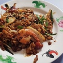 Famous lor mee decided to take an impromptu holiday today (tip: check their FB page before going) so I went for char kway teow (small, $3) as a consolation.