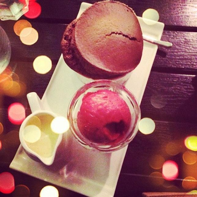 Chocolate souffle and raspberry eyeskrim