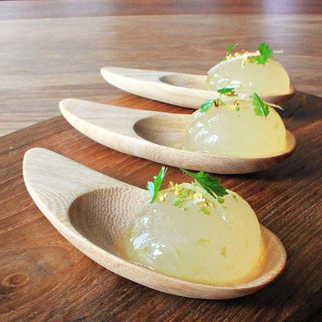 入口即破 莫吉托鸡尾酒  Reverse spherification: Mojito spheres at Fatcat Ice-cream Bar are extraordinary..