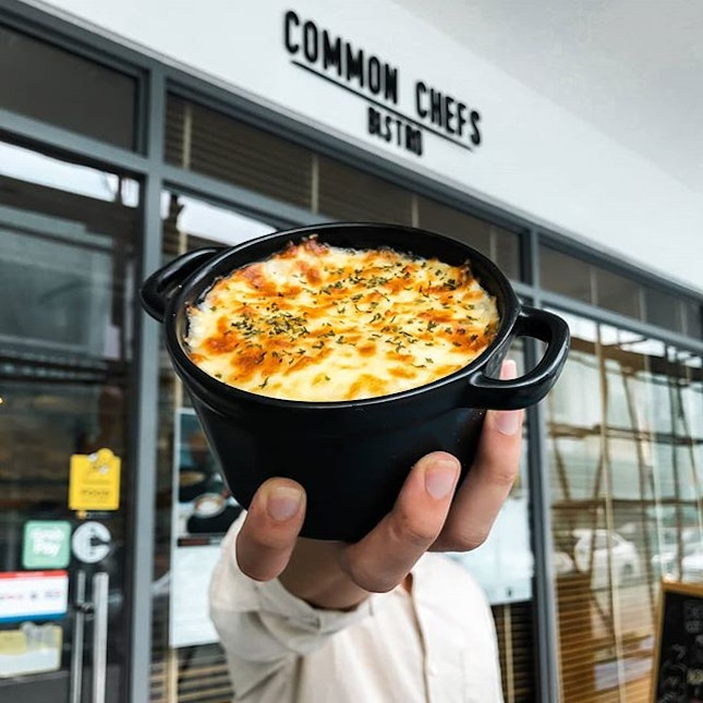 One of my favorite dishes at @commonchefsbistro is their Signature Shepherds Pie.