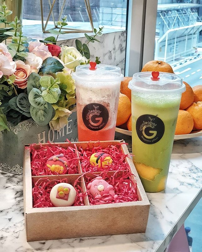 @graviteabarsg introduces their exclusive CNY special Drinks called Matcha Mango and Berry Orange.