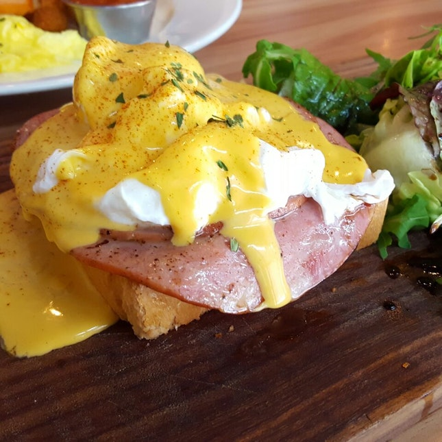 Eggs & Cheese Benedict