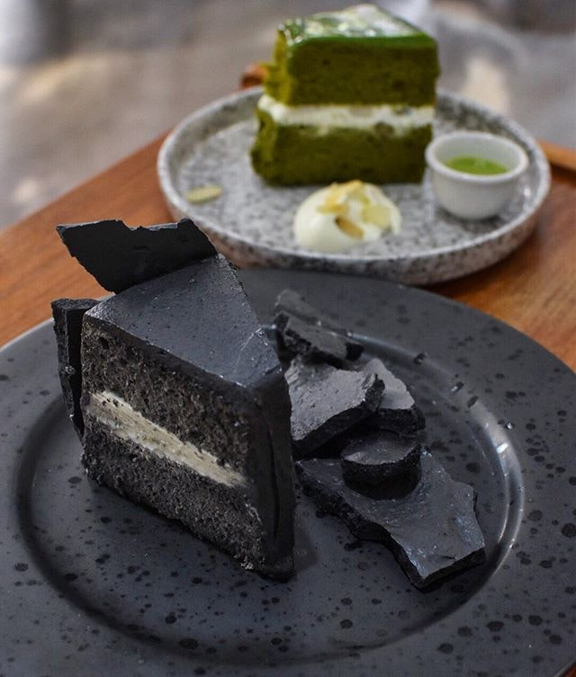 Black sesame meringue cake from @tentendenden in Taipei 😌 in the midst of writing about this cafe hidden away from all the hustle bustle of the city life.