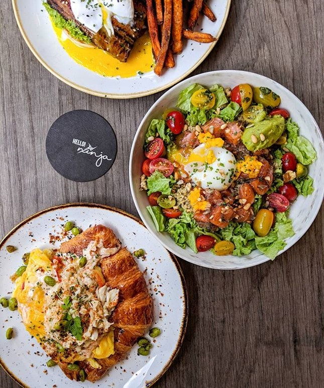 What went down for brunch this glorious Saturday afternoon - @theninjacut's updated menu with its Hawaiian influences in its new range of poke bowls and brunch items!