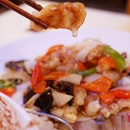 Korean foodies would know thus dish as tangsuyuk - the sweet and sour crispy pork that Koreans love.