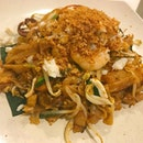 Premium Crab Meat & Salted Eggs Fried Kway Teow  蟹肉咸蛋炒粿条 this dish was a bit salty to me, i would recommend the one without salted egg😅 btw the portions are great 😋
