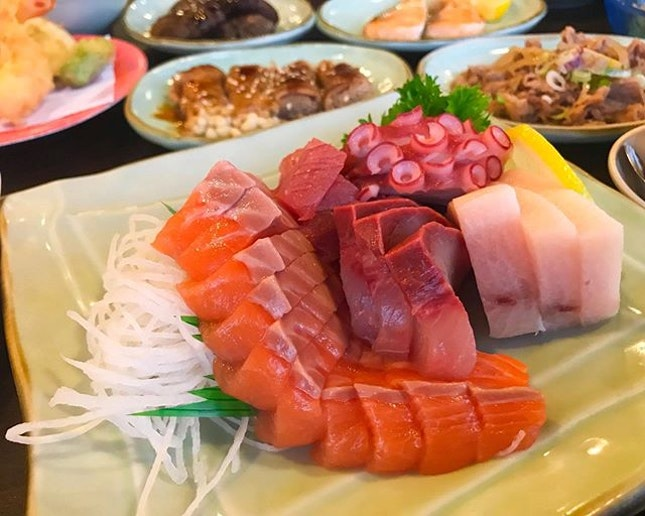 """Happy Mother's Day to all mother I love my mom and i love """"mum mum"""" (baby language) 😘  Weekend is cheat day and is time to release my cravings monster out to eat 😆 Today enjoy japanese ala carte buffet at Irodori, there is 100+ item to choose, but i came here mainly feed my sashimi monster 🤣 All their sashimi are freshly prepared 😋 After check back these phone only realize how many sashimi we ate, some sashimi was not taken picture 😂 Saw a lot review mention that service is poor and the food is slow, we went there at afternoon..."""