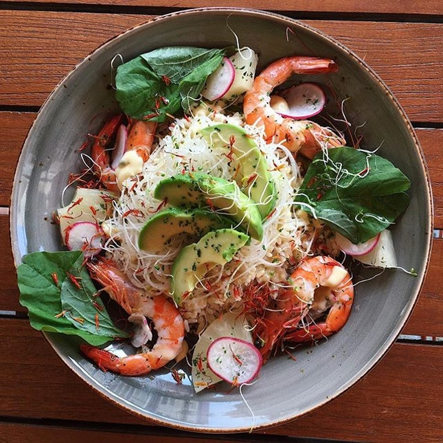 Just thinking about this Shrimp Rice Bowl (avocado, pineapple, black beans, white radish, housemade garlic butter sauce) that I had fifty-one working titles ago at Santap, a new Halal and Muslim-owned cafe concept situated within the Daulat Hotel in Little India.