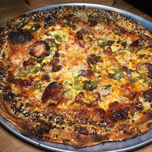The Early Fatback: J-Dog Pizza (pork sausage, bacon, pepperoni , jalapeño, red sauce) from Blue Label Pizza & Wine (@bluelabelpizza), a concept from the folks behind Angelenos and Luke's Oyster Bar which is newly-launched along Ann Siang Road.