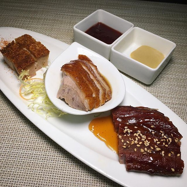The Early Fatback: Cantonese-style Roasted Pork Belly, Charcoal-roasted Duck and Honey-glazed Kurobuta Char Siew from Cherry Garden, Mandarin Oriental Singapore (@mo_singapore).