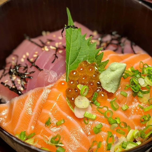 The Early Fatback: Tuna and Salmon Don from Echizen, a Japanese concept along Boon Tat Street.