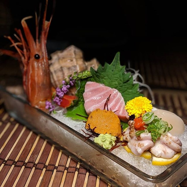 Just thinking about this platter of Seasonal Sashimi that I had sixty-one love sacs ago at Uni Gallery by OosterBay, the sea urchin gonad concept situated within The Plaza along Beach Road (@unigallerysg).