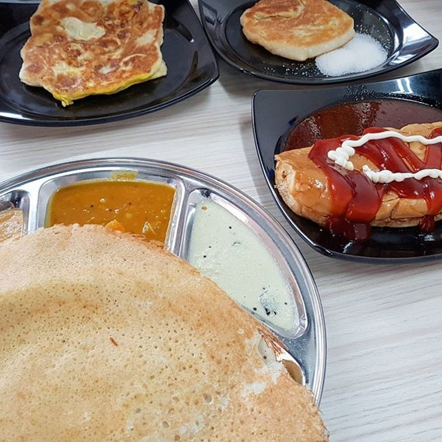 A Sunday visit to Master Prata, with the special appearance of Roti John #Bombprata #pratawithbananaegg #thosai .