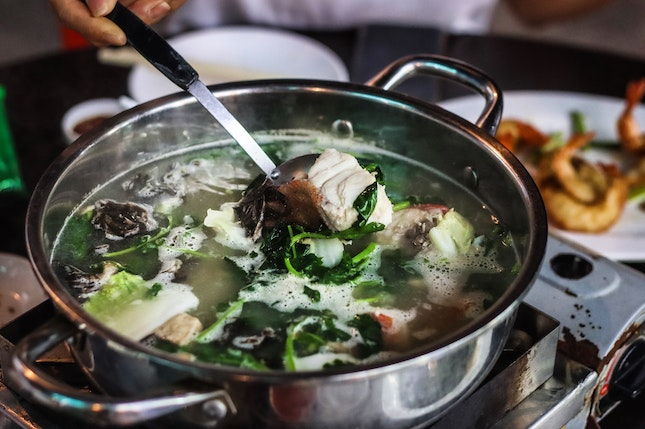 My mum was suuuper excited to be the one recommending a restaurant for once, telling us that Ting Heng Seafood Restaurant's fish head steamboat (鱼头炉) is really really great and that we've GOT to check it out.