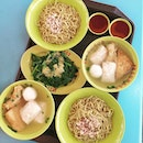 Since Ming Ji chicken rice is closed today we settle for some soupy meal with Yong Tau Foo from Koo Kee (高记酿豆腐面) at Bishan Kim San Leng Coffeeshop.