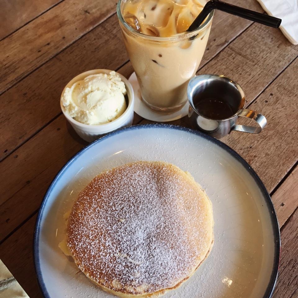 Salted Caramel Pancakes
