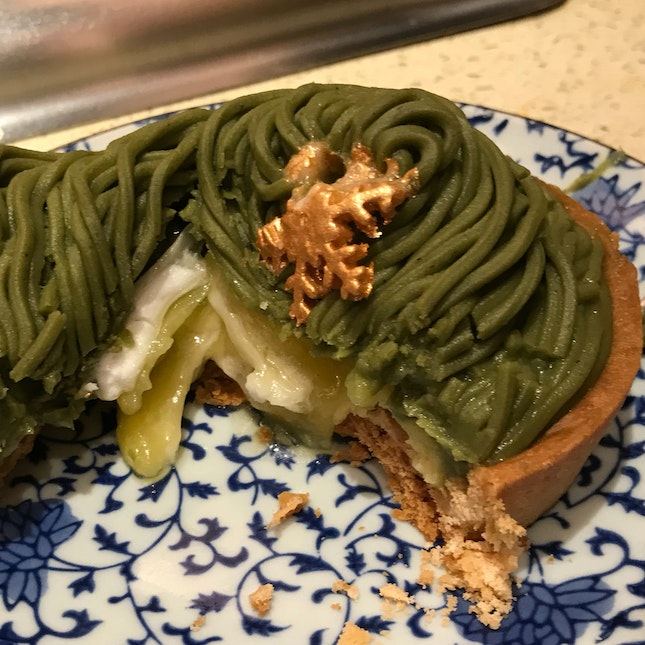 Mont blanc au thé vert [$8] Meringue covered with green tea marron mouse tart
