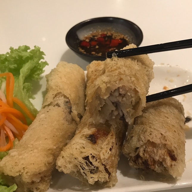 Cha Gio - Vietnamese Fried Spring Rolls with Yam & Pork filling in a crispy rice paper wrap [$6]