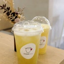 Pear High Mountain Oolong & Mango Fruit Latte