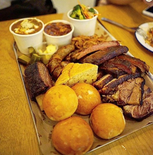 Texas BBQ Dinner with the Gang 😉 @beckyyyy_  @specialshu @mrjiakholiao #condolife  #bbqdinner #bbq #beef #bacon #dinner #dinnertime #foodporn #food #foodie #foodsg #thegrowingbelly #peanutloti #burpple #burpplesg #foodstagram #sgig #igsg  #sgfood #instagood #foodie #yummy #foodgasm #instafood #whati8today #instafoodsg #8dayseat #delicious#foodpic #foodpics