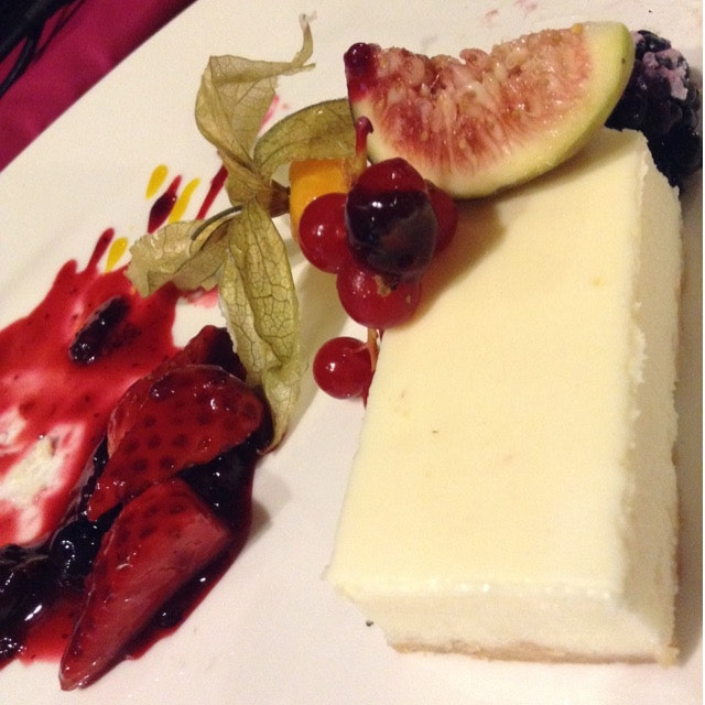 Light Cheesecake with Berries Compote