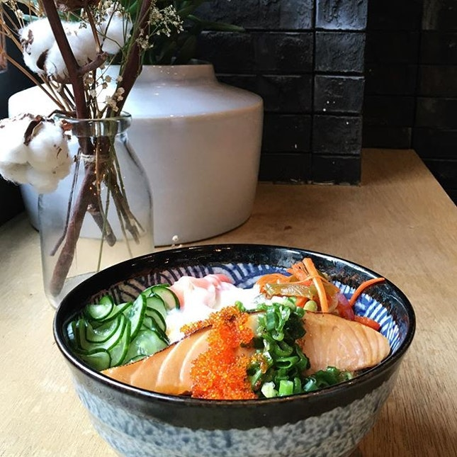 It's Friday and I'm day dreaming of some salmon rice bowl , wishing I'm on leave ..