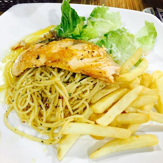 sent via @latergramme salmon with pasta, salad and fries.