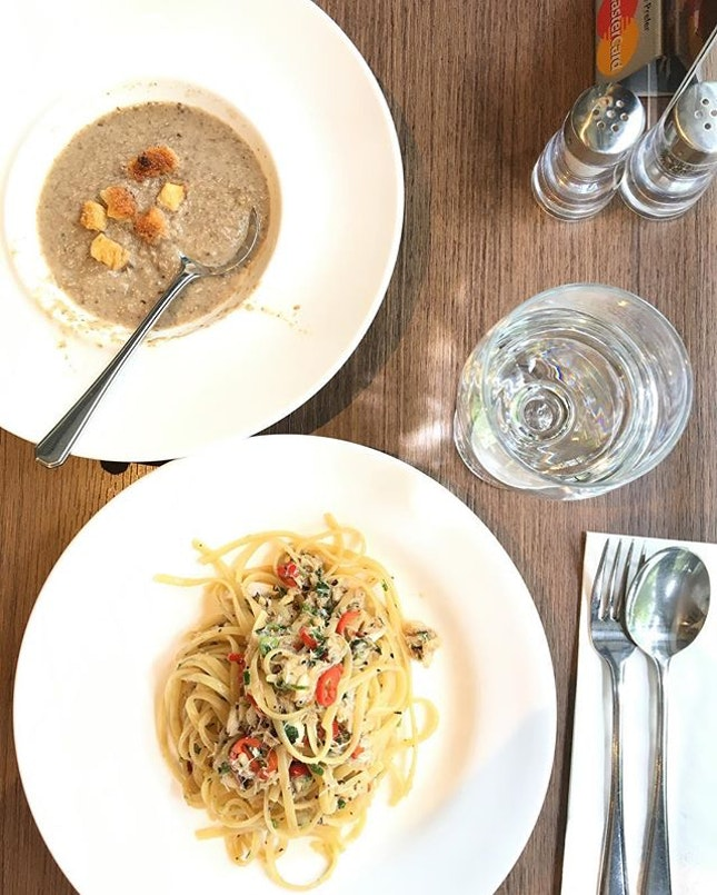 Lunch set - crab meat Aglio olio and mushroom soup!