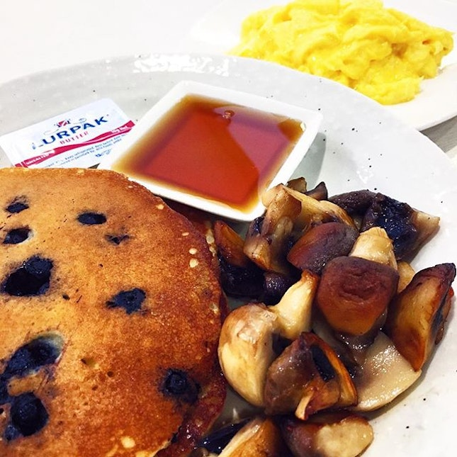 Fluffy maple blueberry pancakes w sautéed mushrooms & buttery scrambled eggs 👅 Perfecto 🙌🏼 #burpple