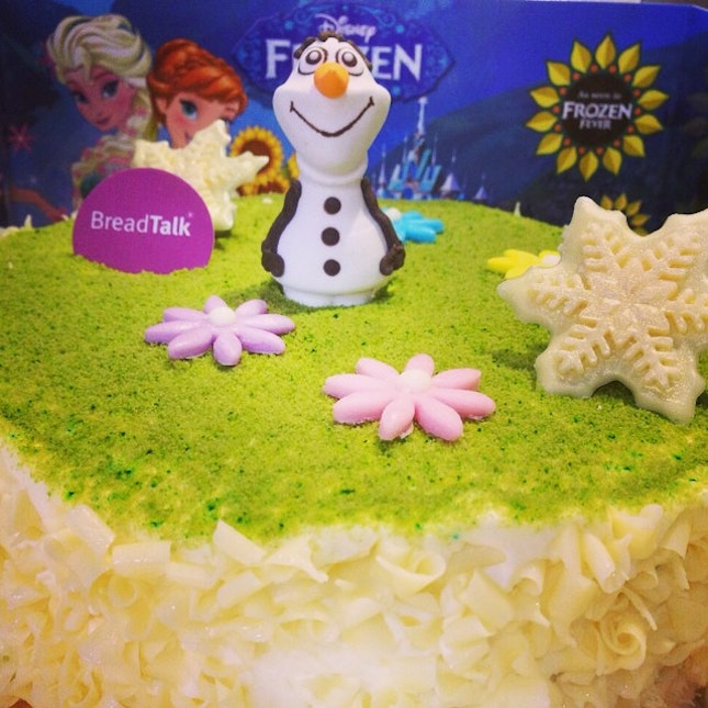 Frozen Cake featuring Olaf from Breadtalk #burpple