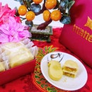Have a prosperous Chinese New Year with  MANEE pineapple cakes @aprilsbakeryPremium pineapple cakes 🍍🍍 MANEE await you at April's Bakery and it is the perfect gift for Chinese New Year🏮🏮.
