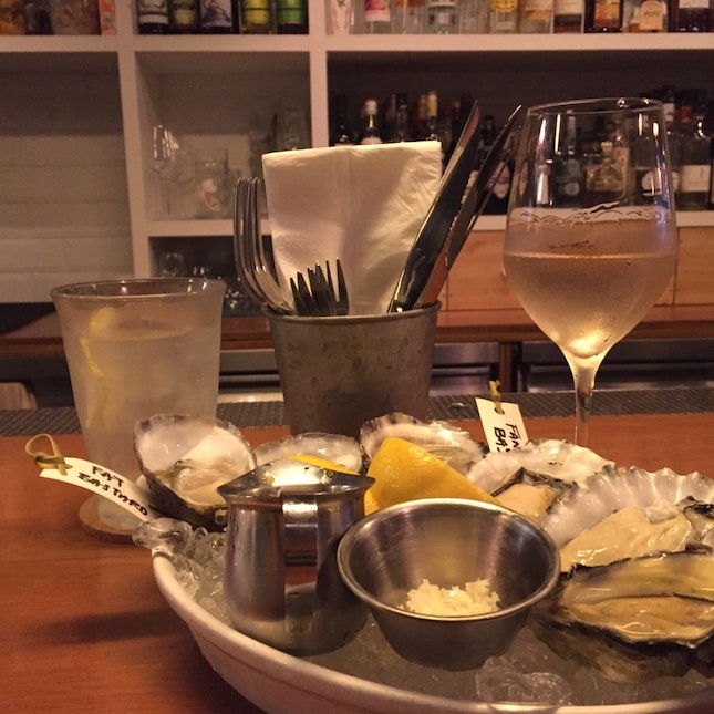 Happy Hour Oysters And Drinks