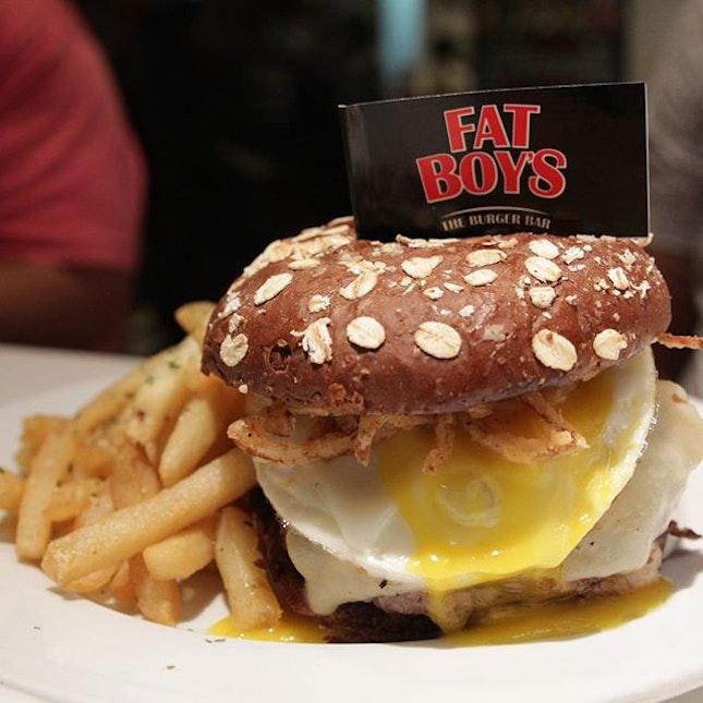 Check out the egg yolk 😍honey oat buns FTW!