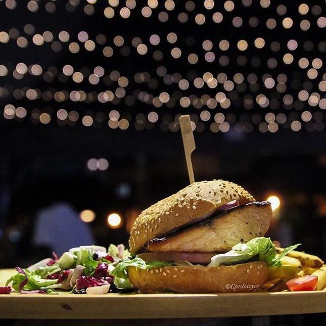 Salmon Burger $17.90 🐟 Under the night sky, with a great ambience right next to Rochor River.