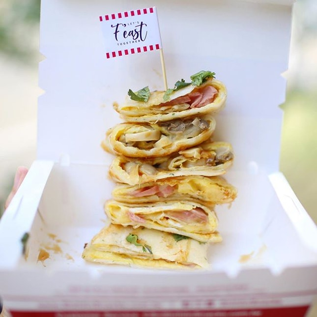 Trying out @shihlinsnacks savoury crepes with the options of (1) sausage, cheese and egg (2) mushroom, cheese egg!