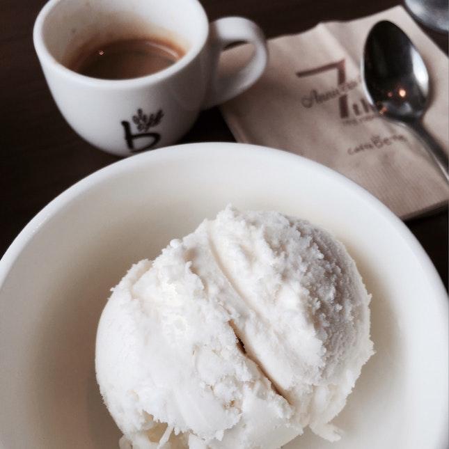 Affogato (yogurt Ice Cream) $6.50