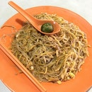 A hokkien mee store with a long queue will never go wrong!