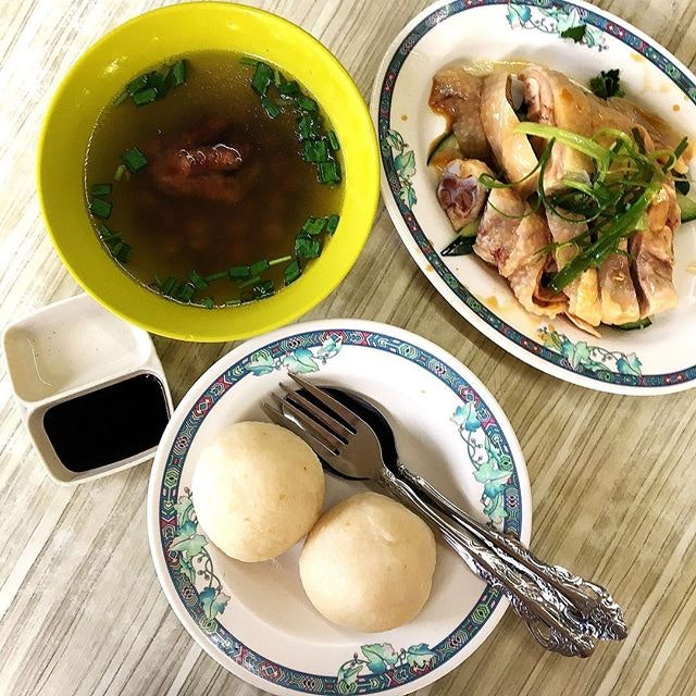 This is one of the only Two chicken rice stall that has chicken rice balls.