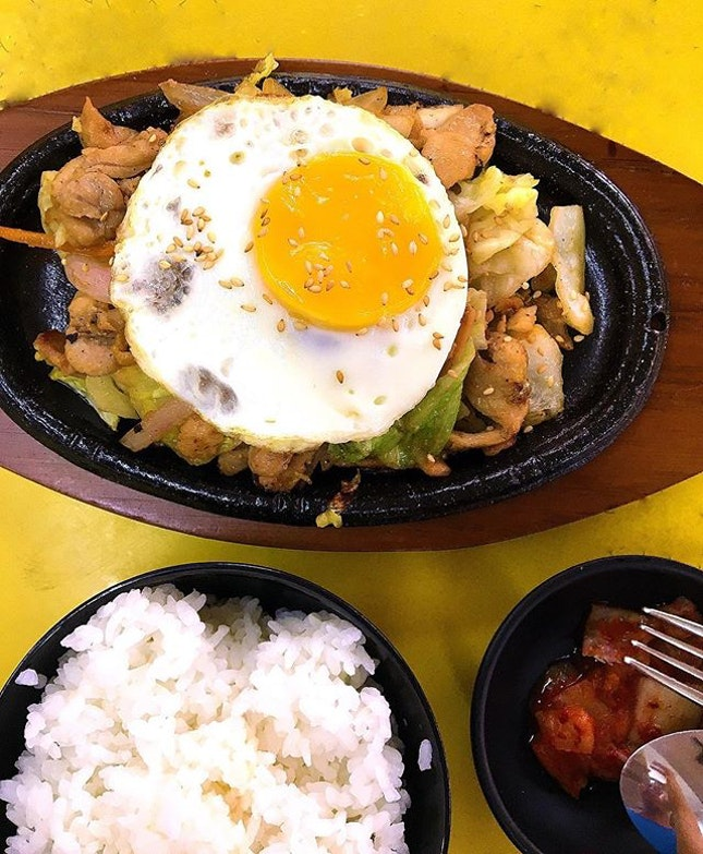 Affordable and generous portion of chicken for this Korean bulgogi chicken set.
