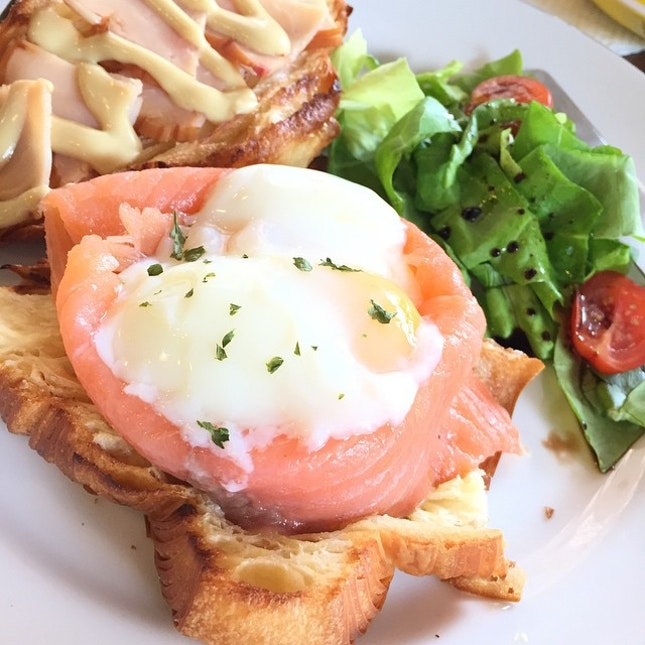 #tbt to smoked salmon egg benedict at yellow cup coffee.