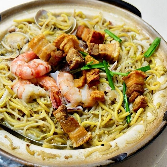 The hokkien mee came piping hot, served in the individual clay pot the noodles were cooked in.