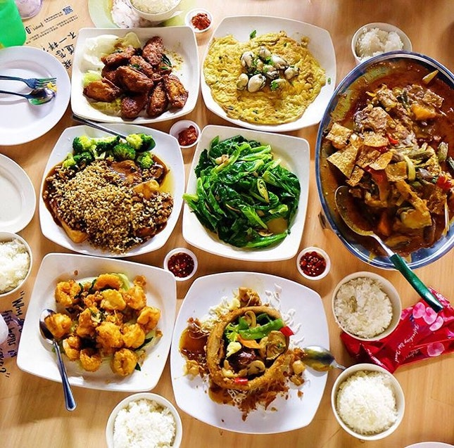 Happy Garden Seafood (怡乐海鲜) Just a stone throw away from Bishan MRT Station is the long-standing Happy Garden Seafood which is located within Kim San Leng(金山嶺) serving local tze char dishes.