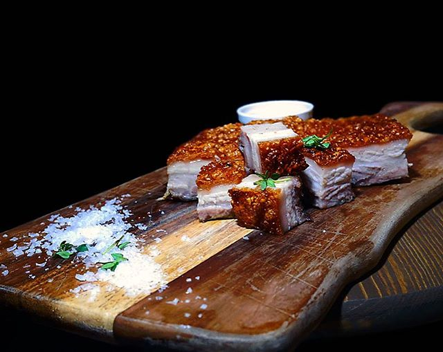 CNY Buffet is now available from 10 Jan to 11 Feb with its signature premium meats such as this Crispy Pork Belly with Apricot Ginger Sauce!