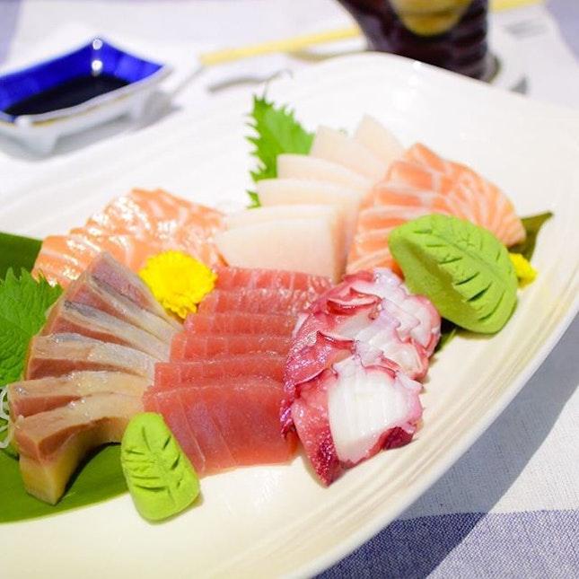 Presenting a gorgeous plate of sashimi from @hokkaidosushi_sg to end the night!