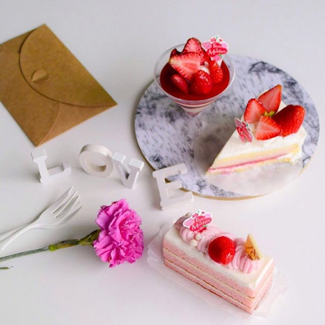 [New items] 🍓Trying out strawberry treats from Japanese patisserie,  @chateraise.singapore (Clockwise from bottom) Limited time Strawberry Milk cake and new item Strawberry parfait, and of course their signature top selling Strawberry shortcake🍰  Really enjoyed the Strawberry Milk cake.