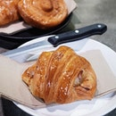 Need I say more about this ham and gruyere croissant from @lunecroissant?