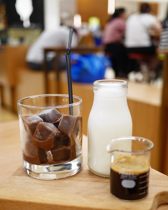 Chocolate Cube Hazelnut Latte